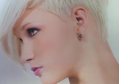 Blond kurz frech