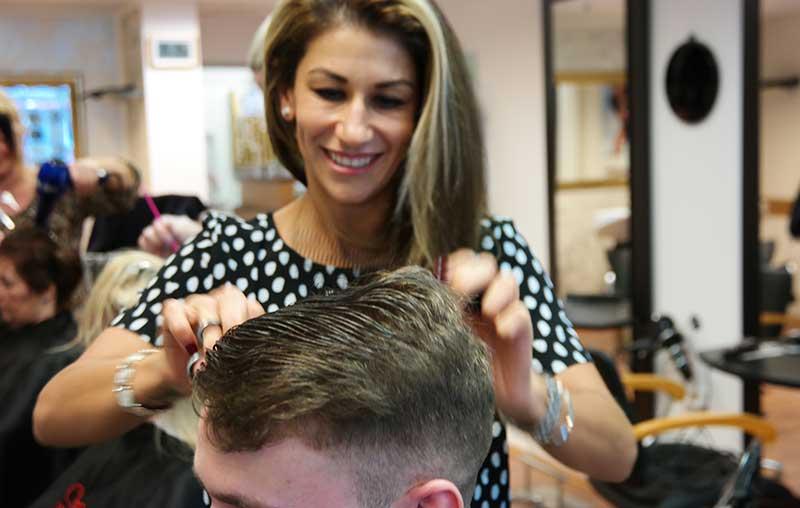 Mina Morady, Haare, Haarschnitte, Frisuren, Styles, direkt an der Porta Nigra Trier